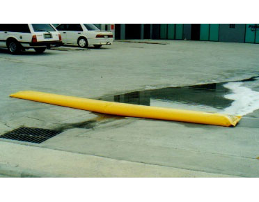 PVC water filled barrier 4m - Global Spill Control
