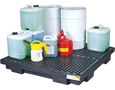 Low profile spill pallets for four drums