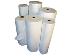 Oil absorbent lint free rolls