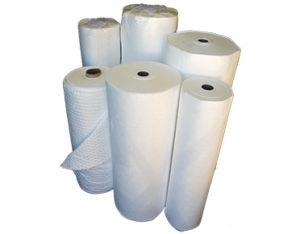 Low lint absorbent rolls for hydrocarbon spills