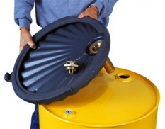 Flammable drum funnel with flame arrestor