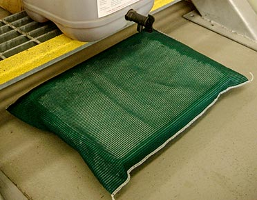 Oil drip tray with absorbent filter
