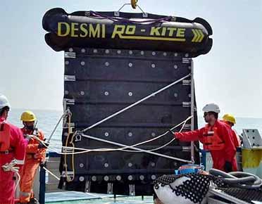 Ro-Kite floating towing vessel
